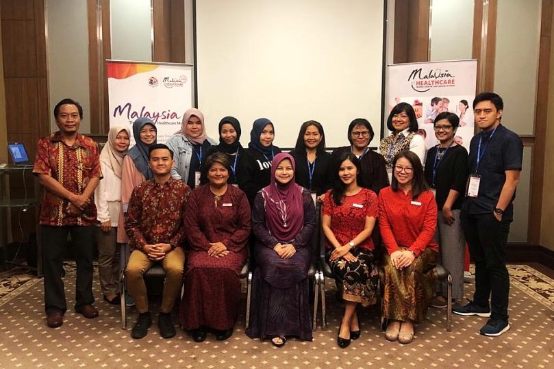 Foto bersama Ibu Sherene Azli CEO MHTC