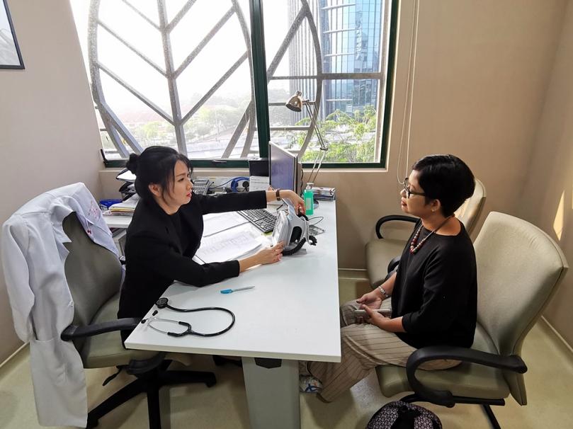 KOnsultasi dengan dokter Tan Ling Ling di Wellness Centre