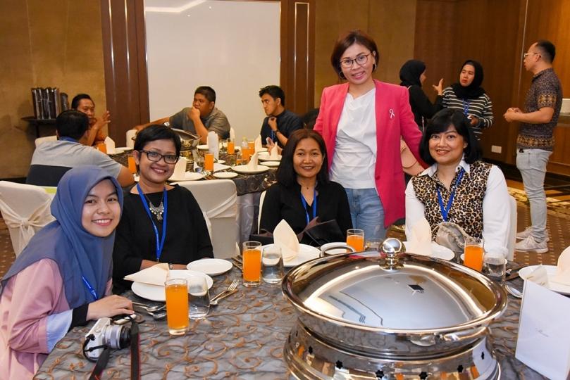 Bersama Ms Aileen Foo dari Gleneagles Hospital Penang