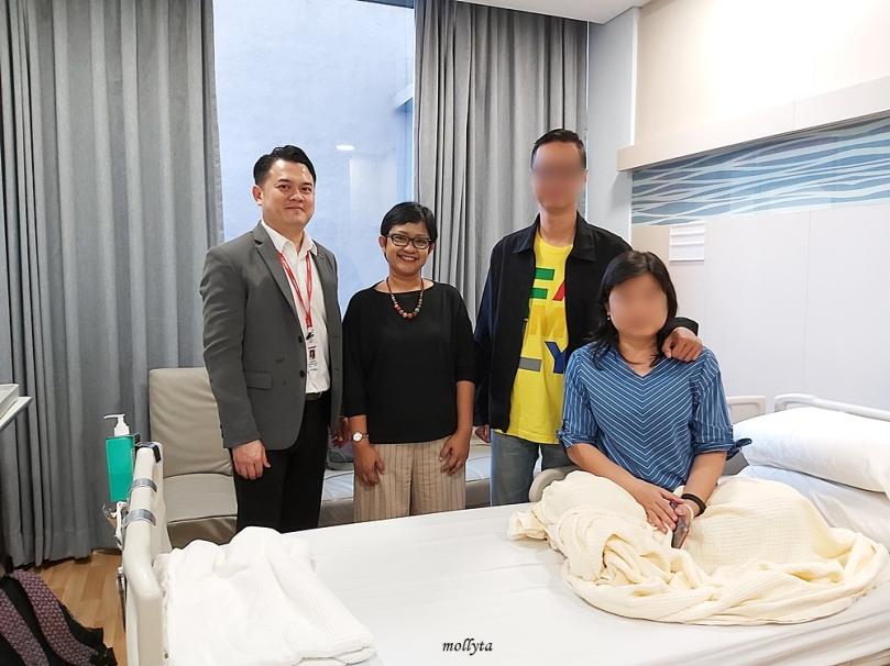 Bersama pasien tumor otak dari Indonesia di Sunway Medical Centre