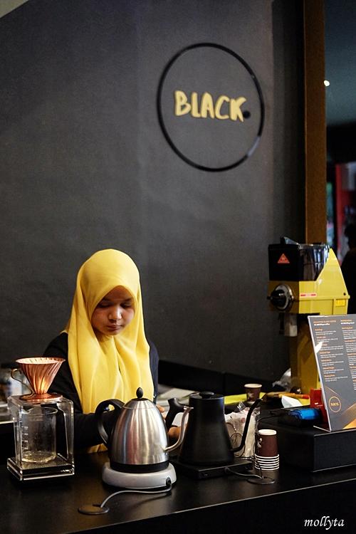 Black Gold di Ringroad Medan