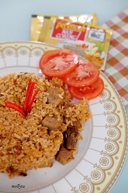 Masak nasi goreng dengan bumbu Adabi