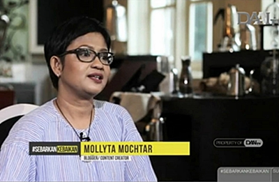 Mollyta Mochtar blogger medan tampil di DAAI TV