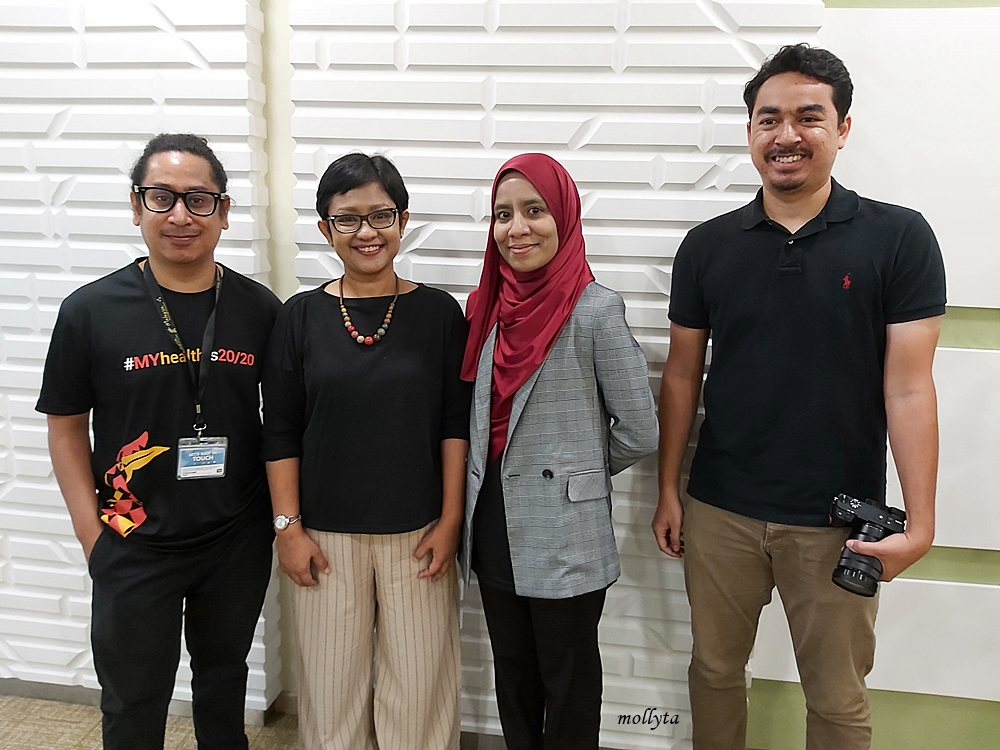 Mollyta Mochtar foto bersama tim Malaysia Healthcare