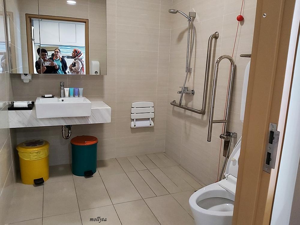 Kamar mandi ruangan pasien Sunway Medical Centre