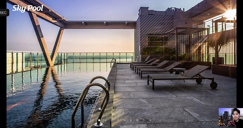 Sky Pool Holiday Inn Johor