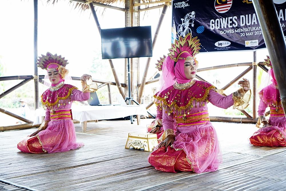 Tarian Melayu untuk Gowes dua negara